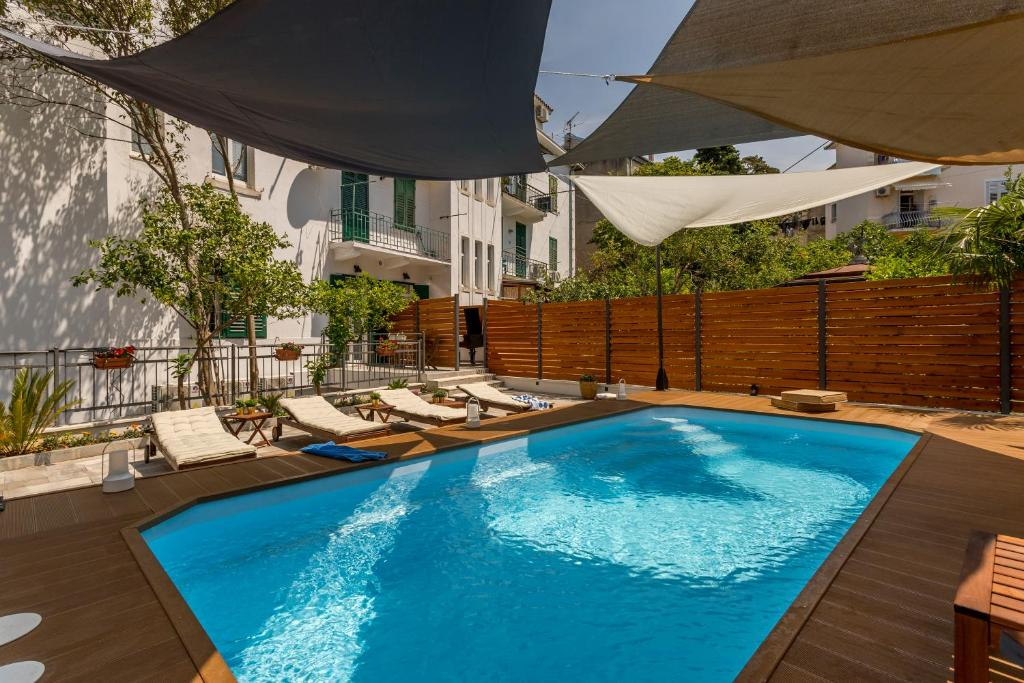 Bed and Breakfast Aspalathos luxury rooms with pool and garden ...