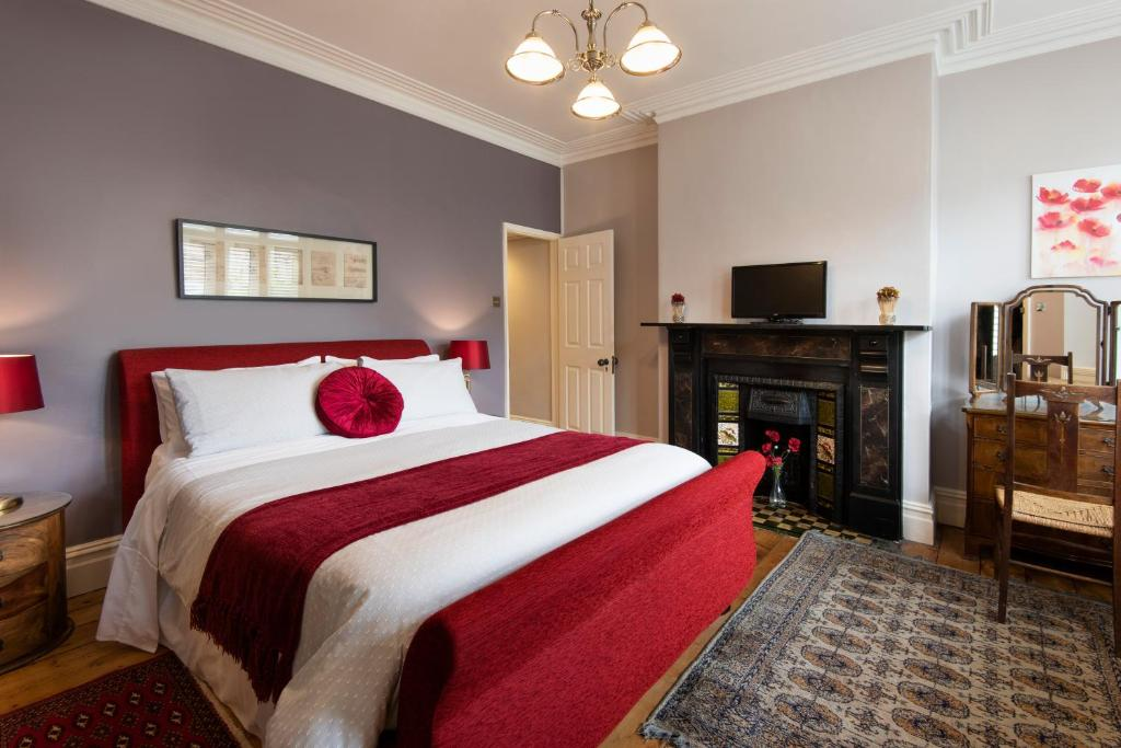 A bed or beds in a room at 20 Crescent Gardens
