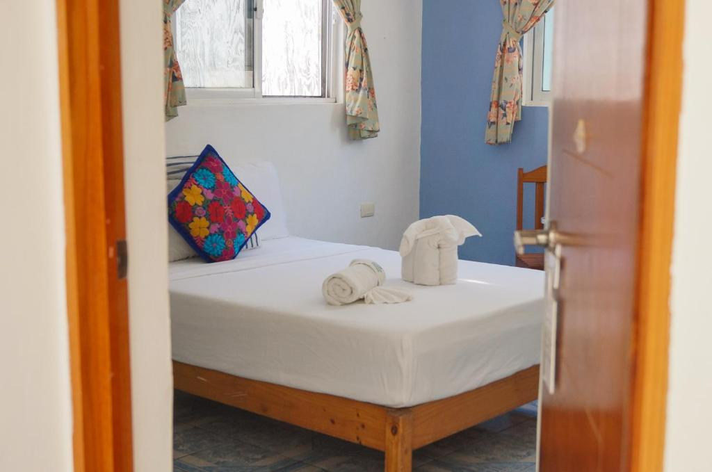 A bed or beds in a room at Posada Paso Del Sol