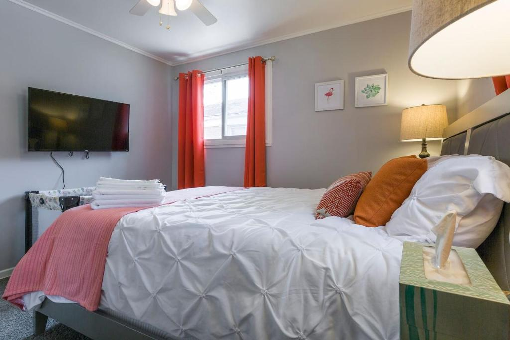 Vacation Home Fast Wifi, Sleeps 8, Free parking, 18miles to Downtown