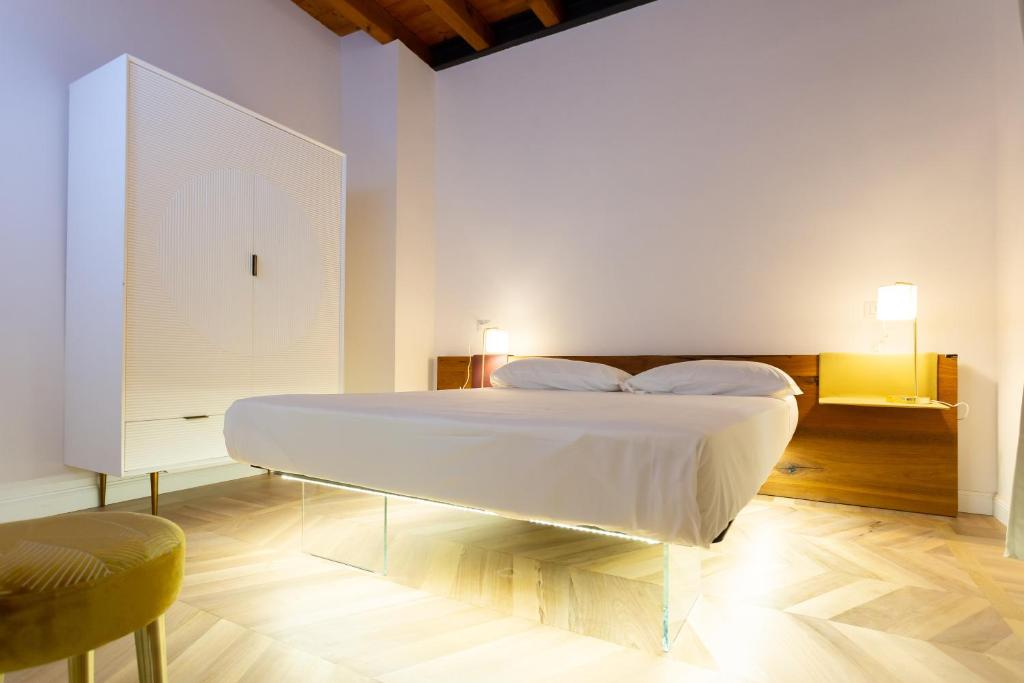 A bed or beds in a room at The Alexander Suite - Via Mercato