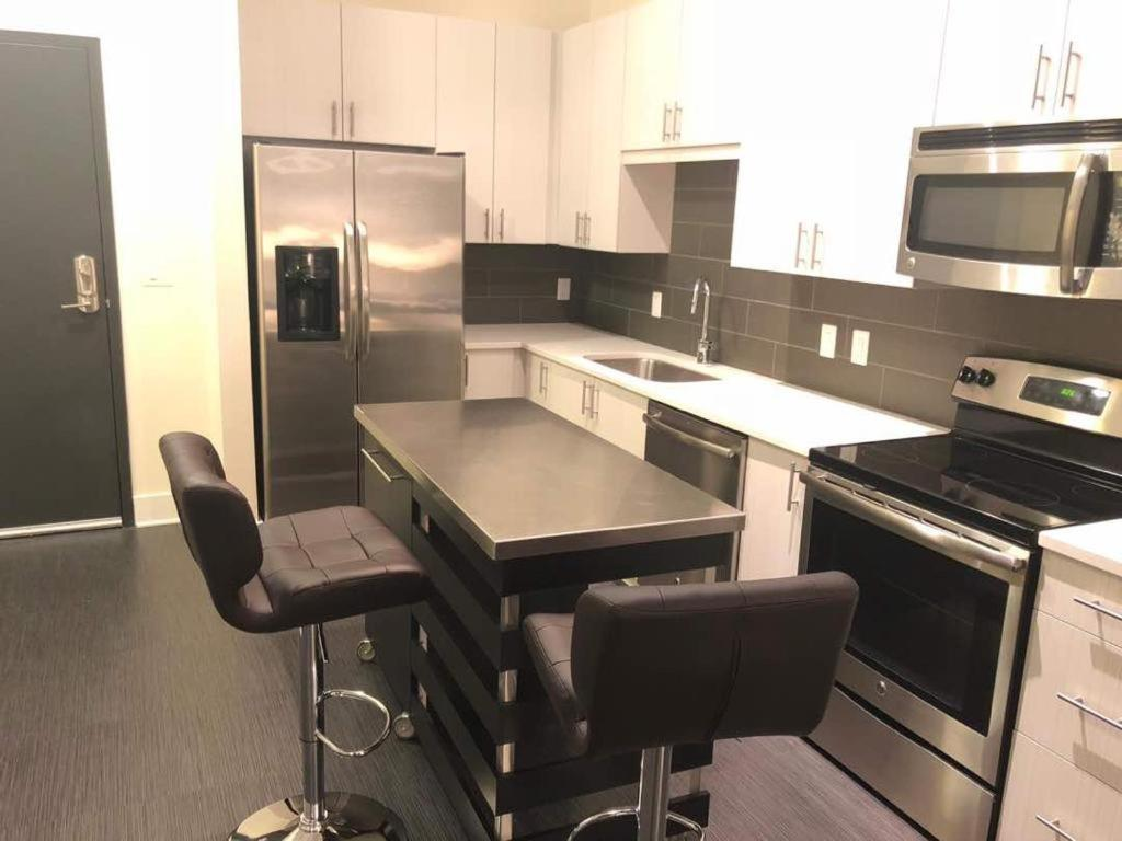 A kitchen or kitchenette at Ibk's luxury apartment buckhead