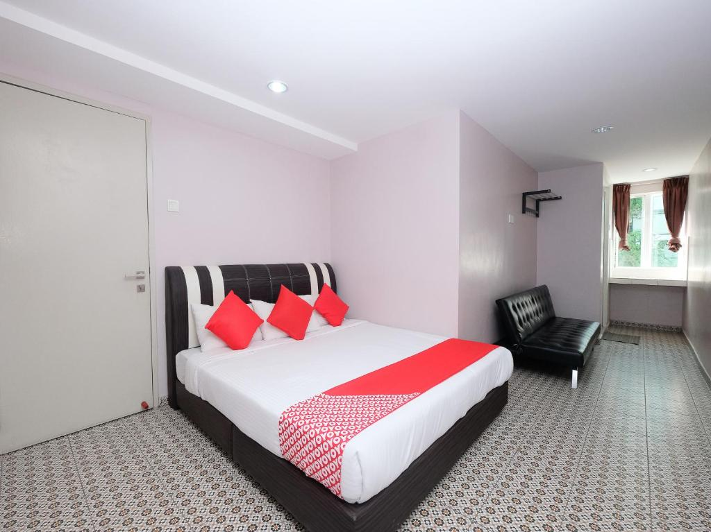 A bed or beds in a room at OYO 1231 Ar Rayyan Boutique Hotel