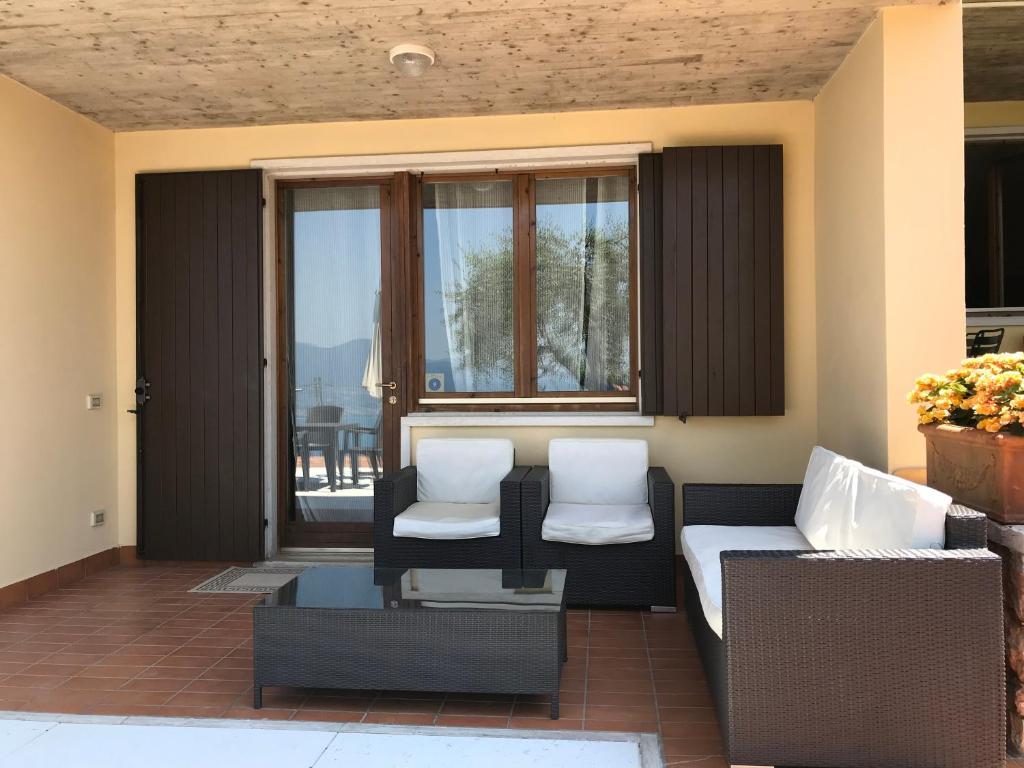 Appartamento Lago di Garda Albisano, Torri del Benaco – Prezzi ...