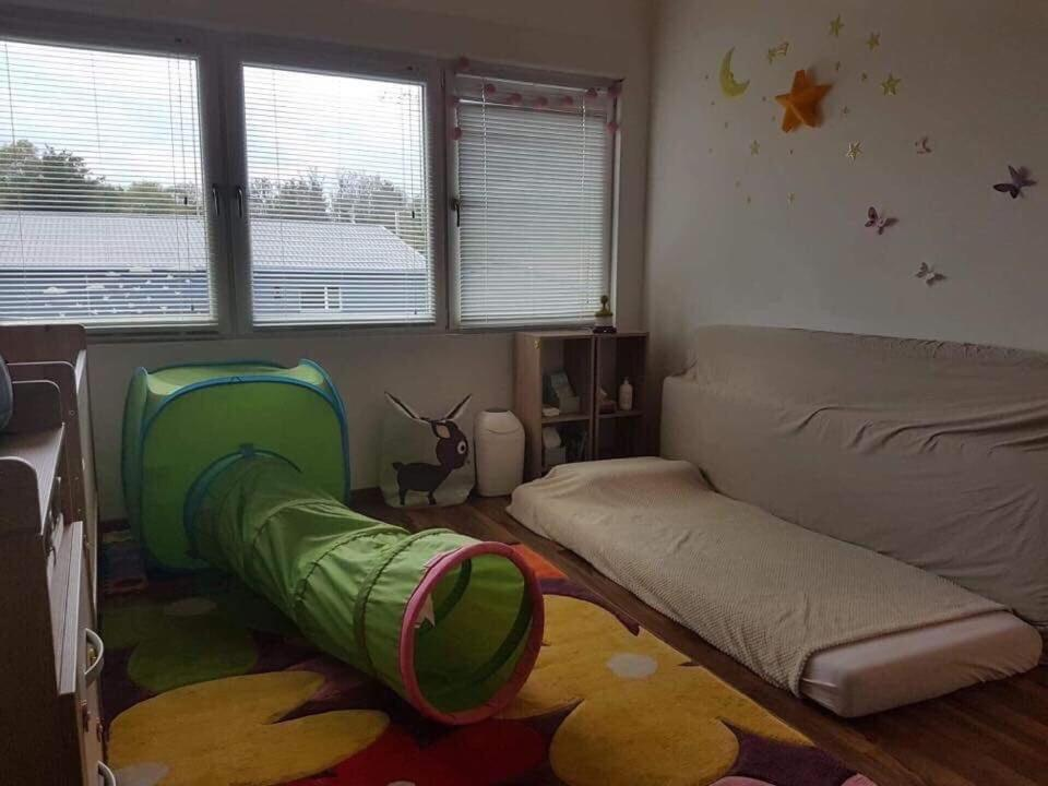 A bed or beds in a room at Július végi 14 nap nyaralás