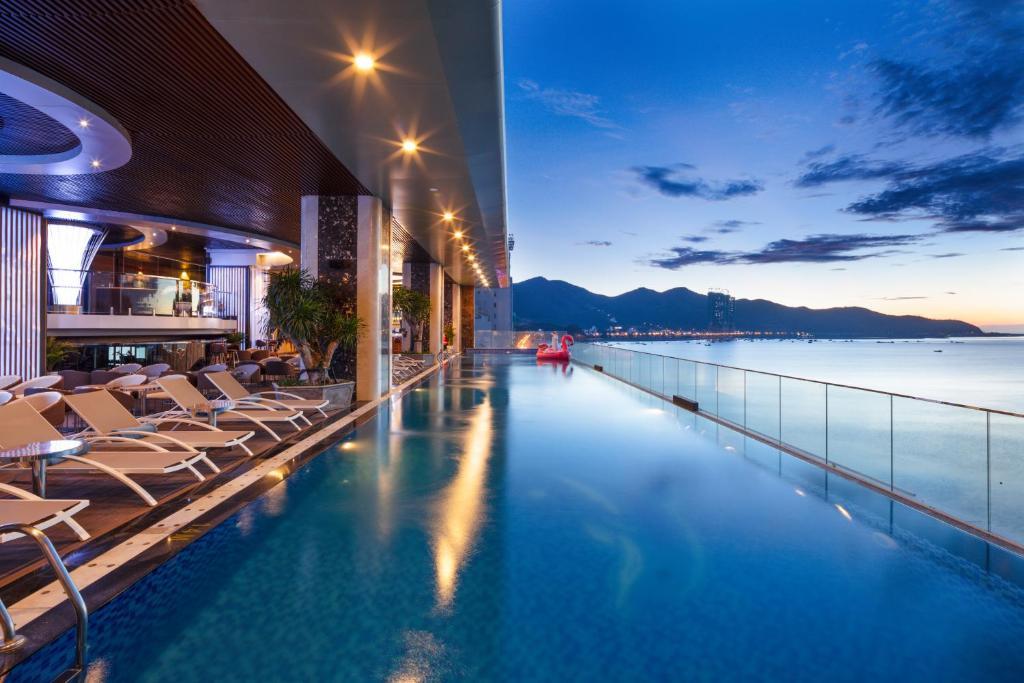 Бассейн в Nha Trang Horizon Hotel или поблизости