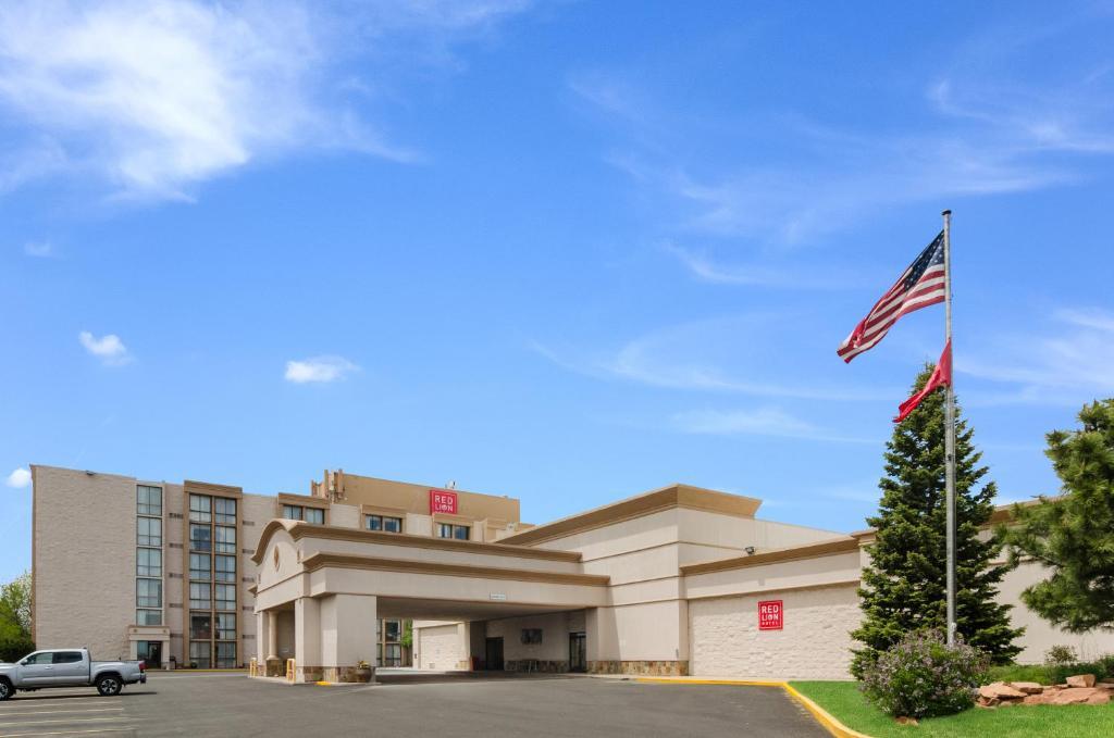 Red Lion Hotel Cheyenne, WY - Booking com