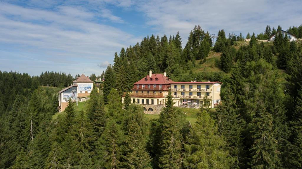A bird's-eye view of Hotel Alpinum