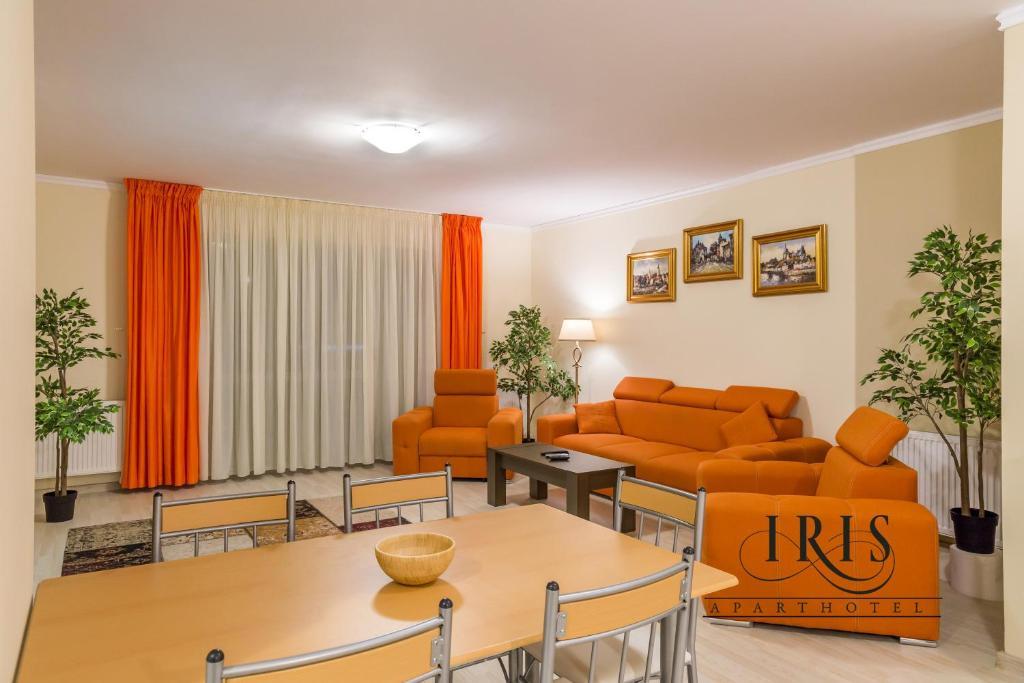 Zona de lounge sau bar la Apartamente Iris
