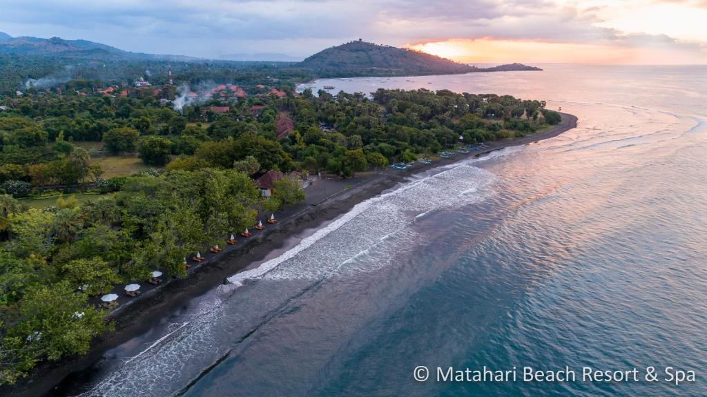 A bird's-eye view of Matahari Beach Resort & Spa