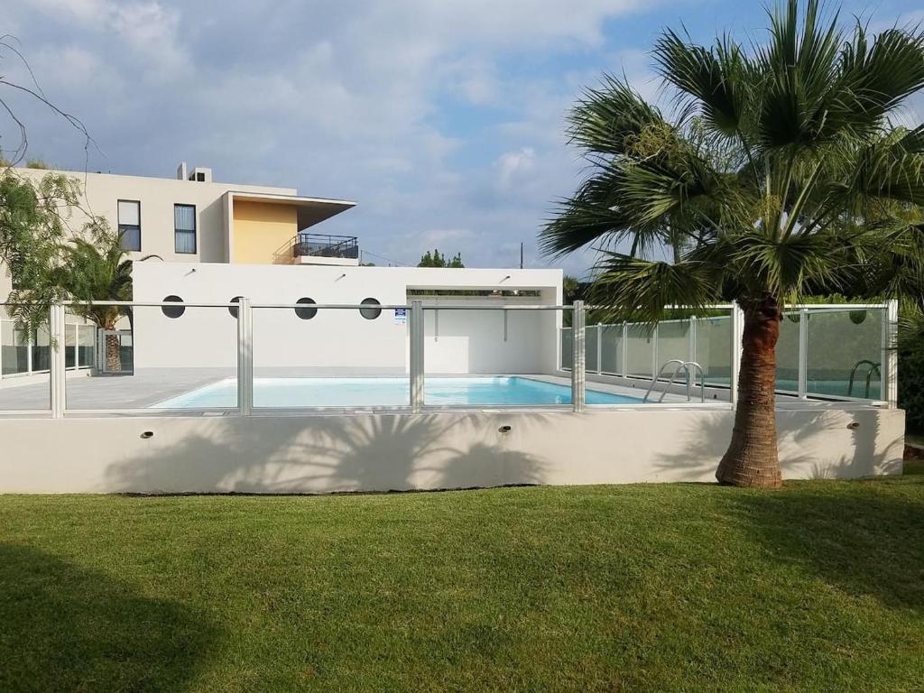 F1 de 36m2 avec terrasse et parking privatif , La Roquette