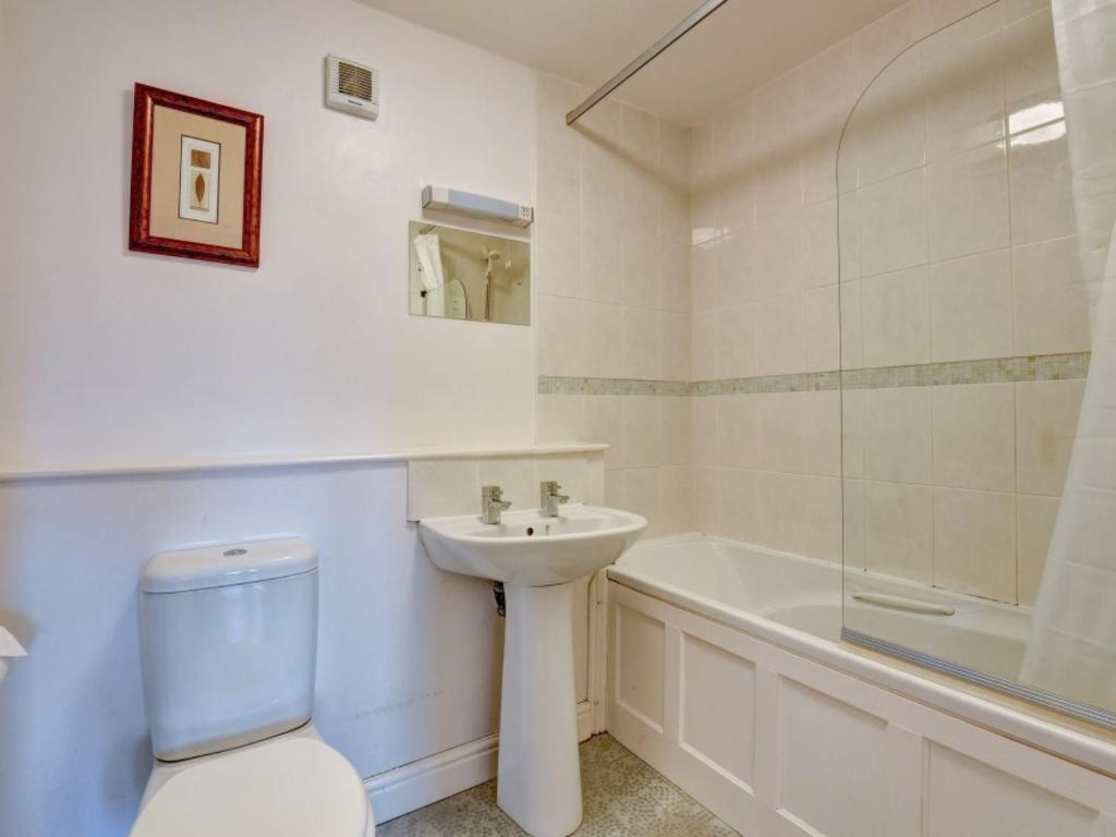 A bathroom at Holiday Home Chapel Fold