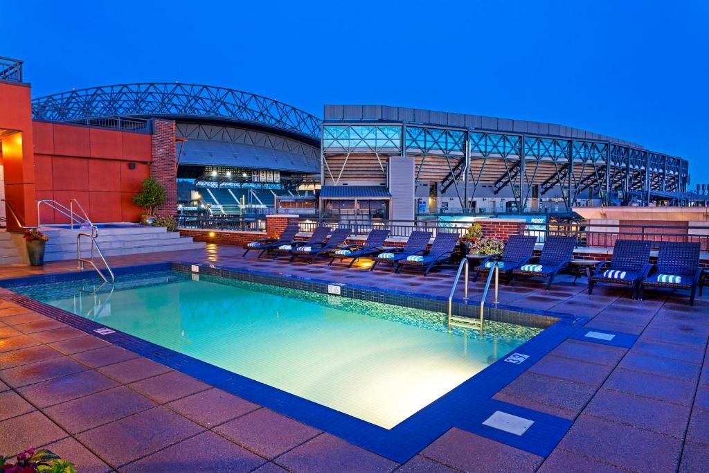 Majoituspaikassa Silver Cloud Hotel - Seattle Stadium tai sen lähellä sijaitseva uima-allas