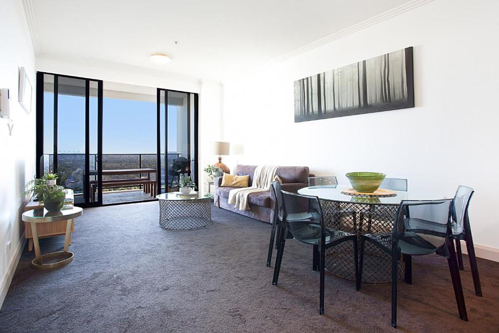 Australia Towers 2 Bed 2 Bath Apartment Fantastic Views