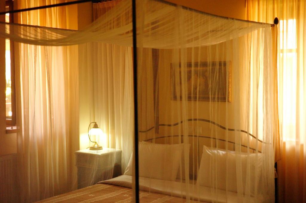 En eller flere senger på et rom på Kannaveiko