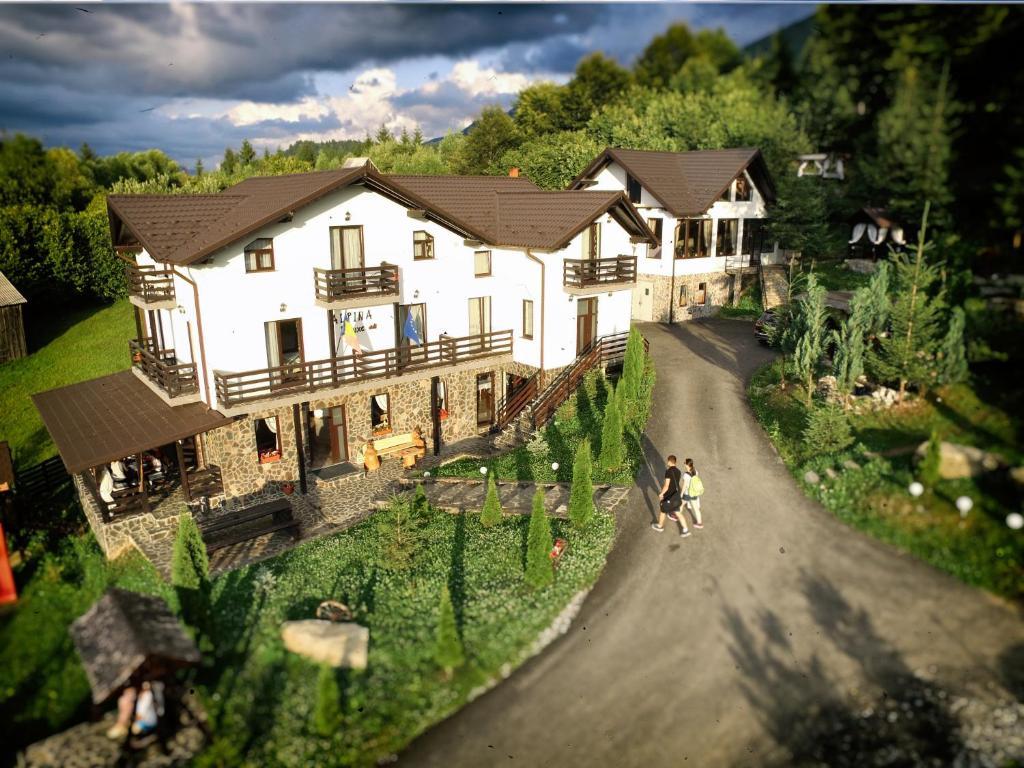 Guesthouse Alpina Deluxe, Moisei, Romania - Booking com