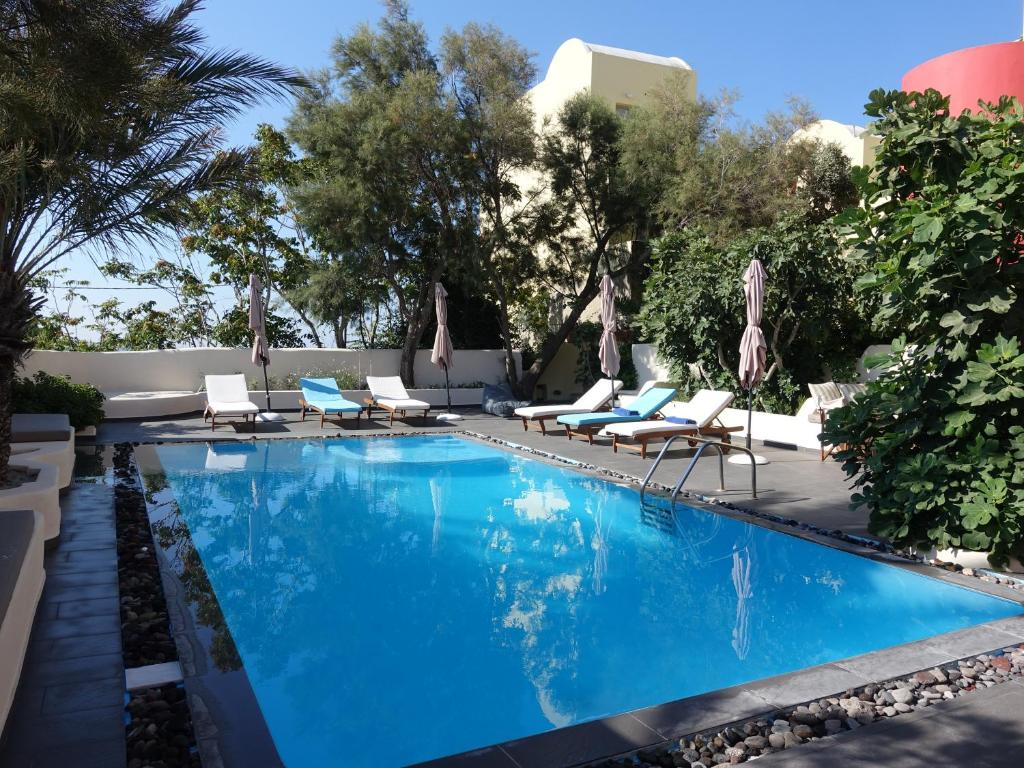 The swimming pool at or near Merovigla Studios