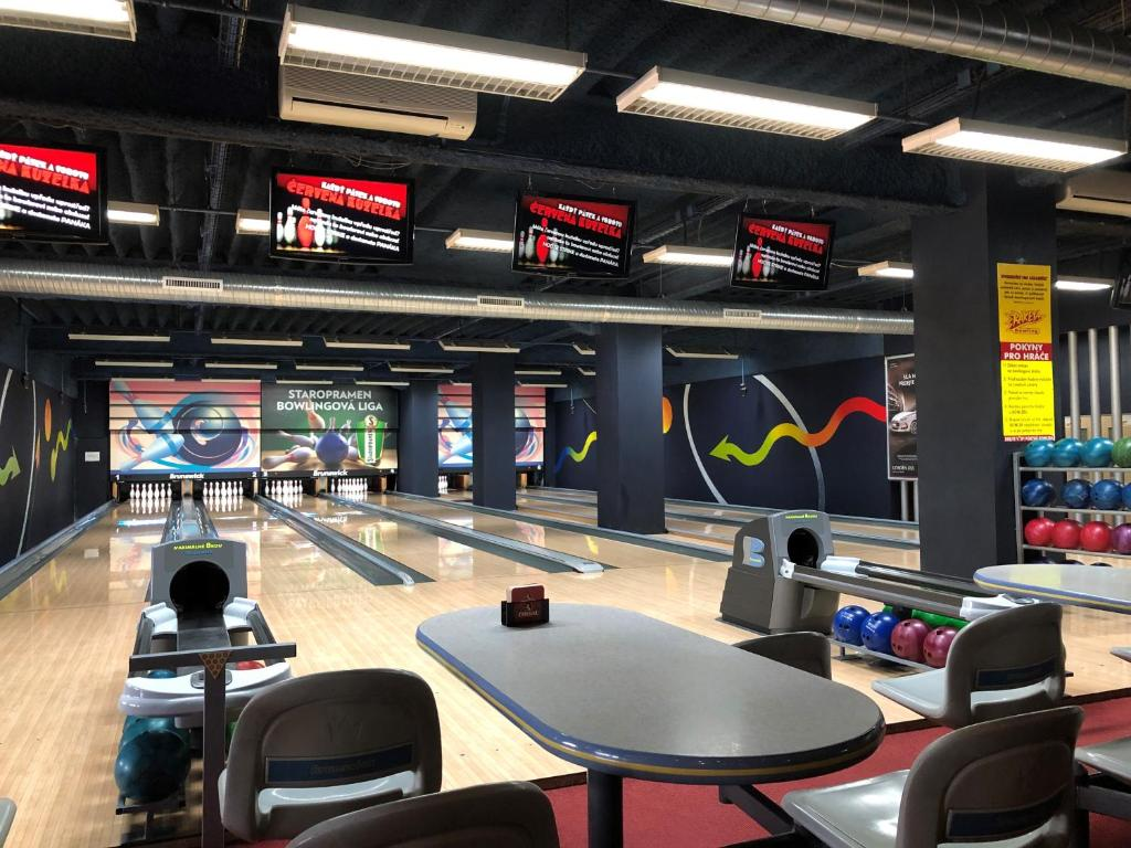 The fitness center and/or fitness facilities at Penzion Raketa Bowling