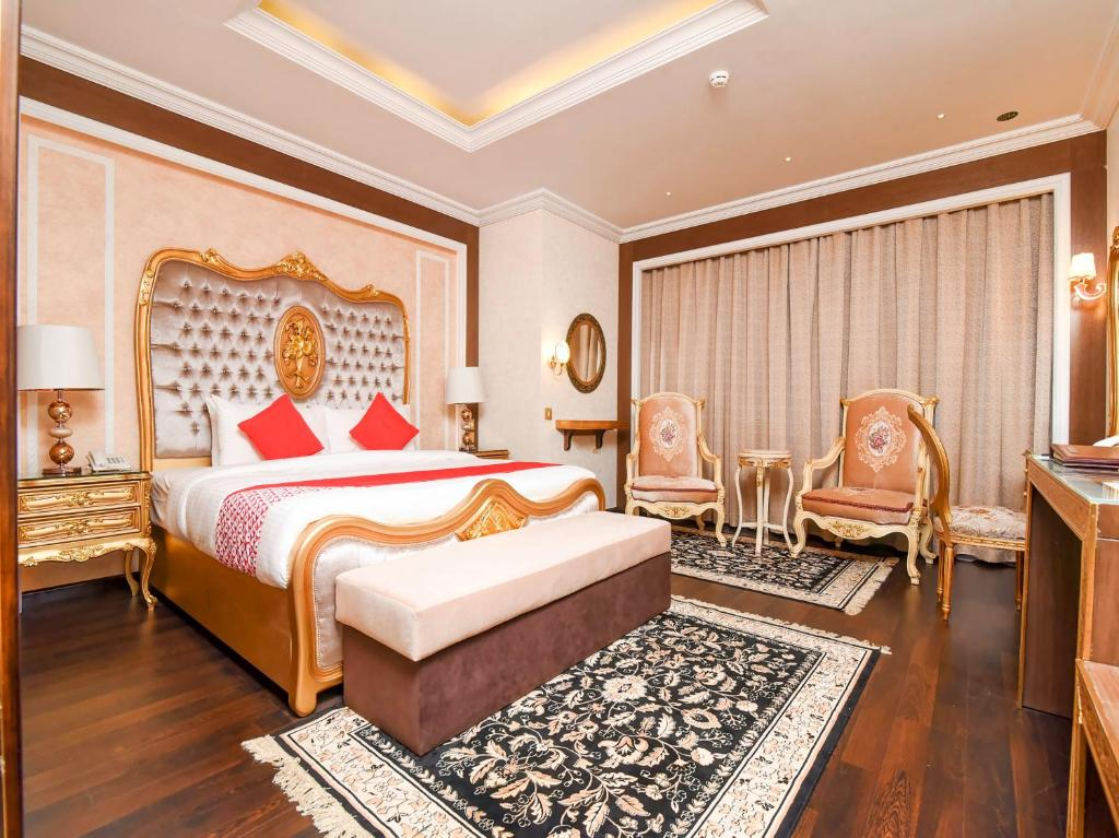 A bed or beds in a room at OYO 141 Ras Al Khaimah Hotel