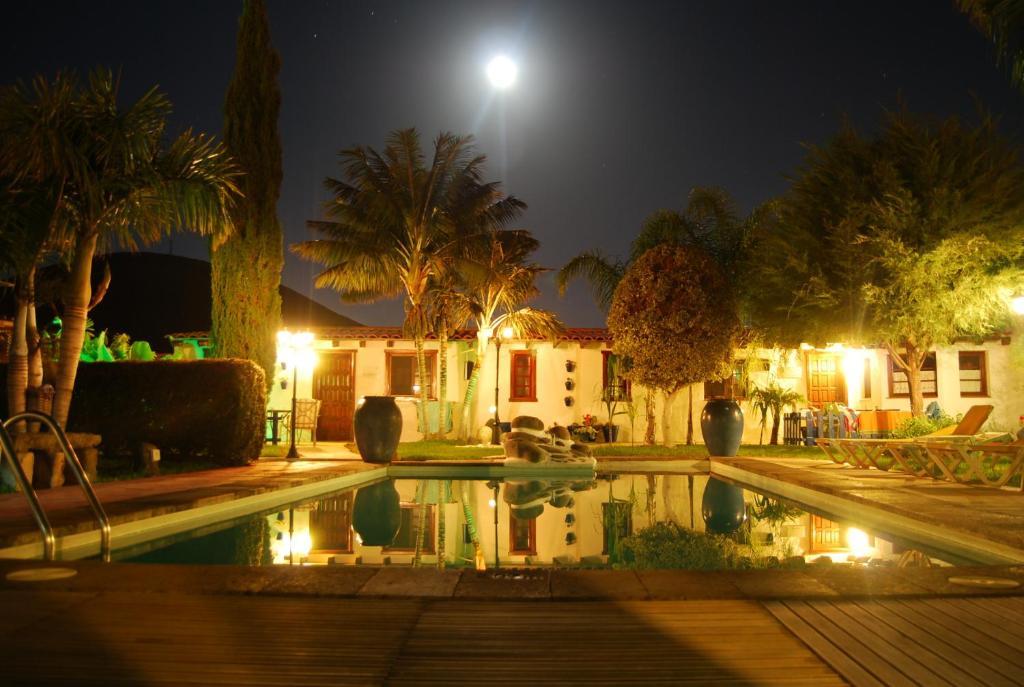Het zwembad bij of vlak bij Alojamientos El Tejado