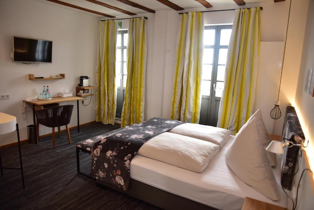 Hotel Restaurant Schone Aussicht Frankfurt Germany Booking Com