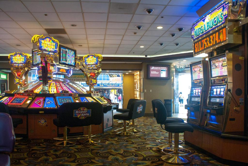 Freemont hotel & casino slot machines for sale in the state of maine