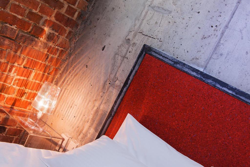 Кровать или кровати в номере Авторский отель Бронзовый Кабан Воронеж Центр
