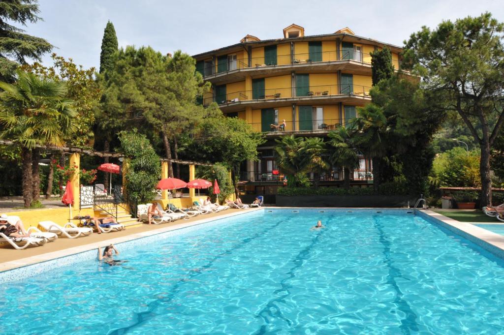 Bazén v ubytování Hotel Palme & Suite nebo v jeho okolí