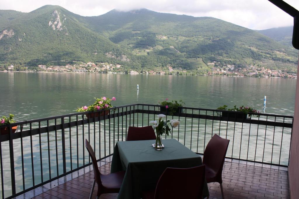 Albergo Ristorante Punta (Italia Clusane sul Lago) - Booking.com