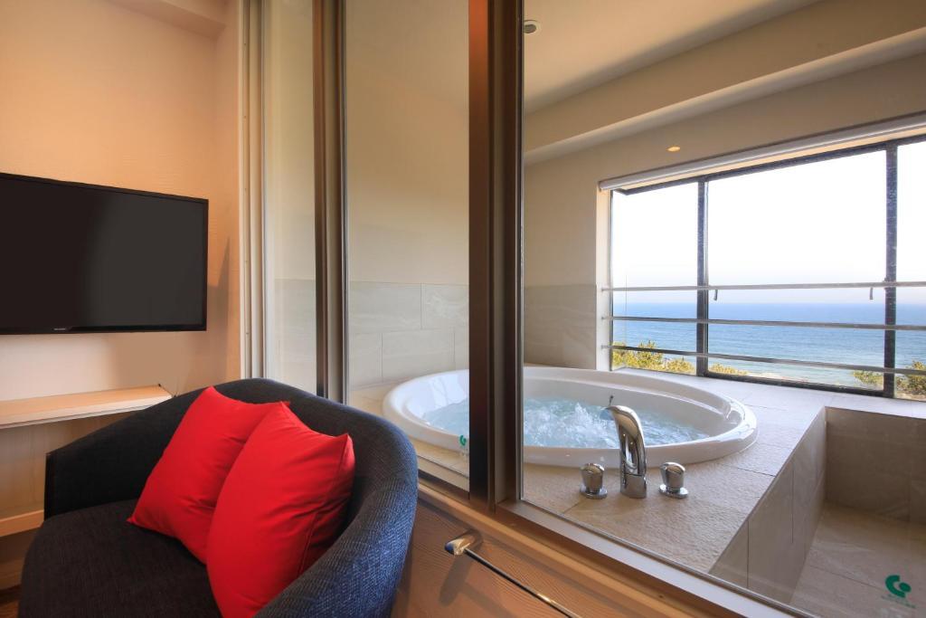 ポイント1.贅沢な絶景ジャグジー付き客室