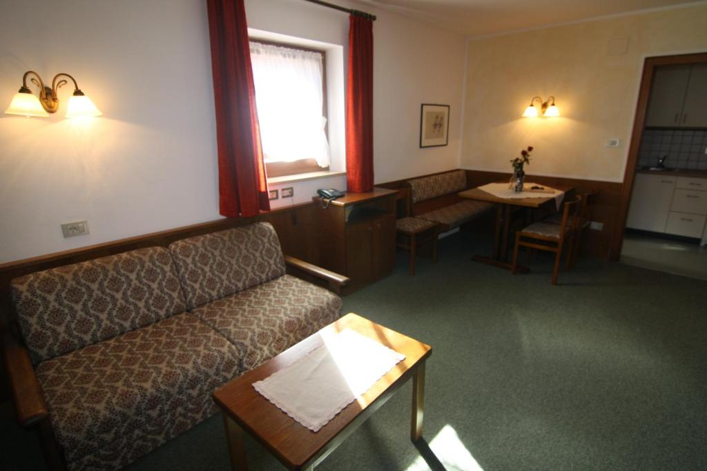 Residence Mairhofer (Italia Dobbiaco) - Booking.com