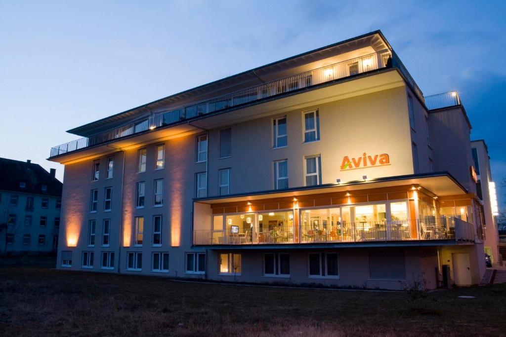 Hotel aviva make friends