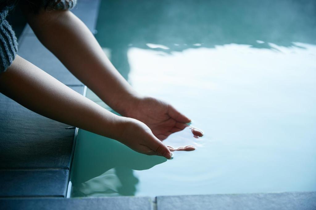 ポイント2.美肌効果を感じる乳白色の温泉