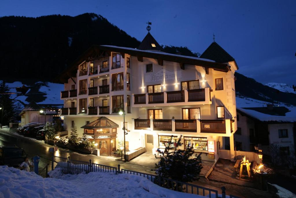 Hotel Alpina Ischgl Austria Bookingcom - Hotel alpina austria