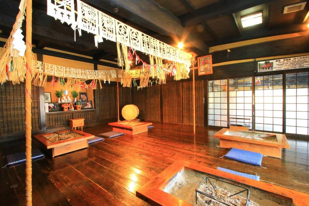 ポイント1.伝統工芸を感じる風情ある館内