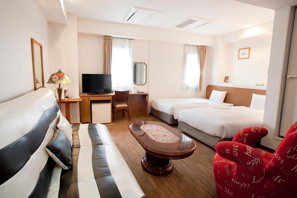 ポイント2.全室セミダブルベッドの広々客室