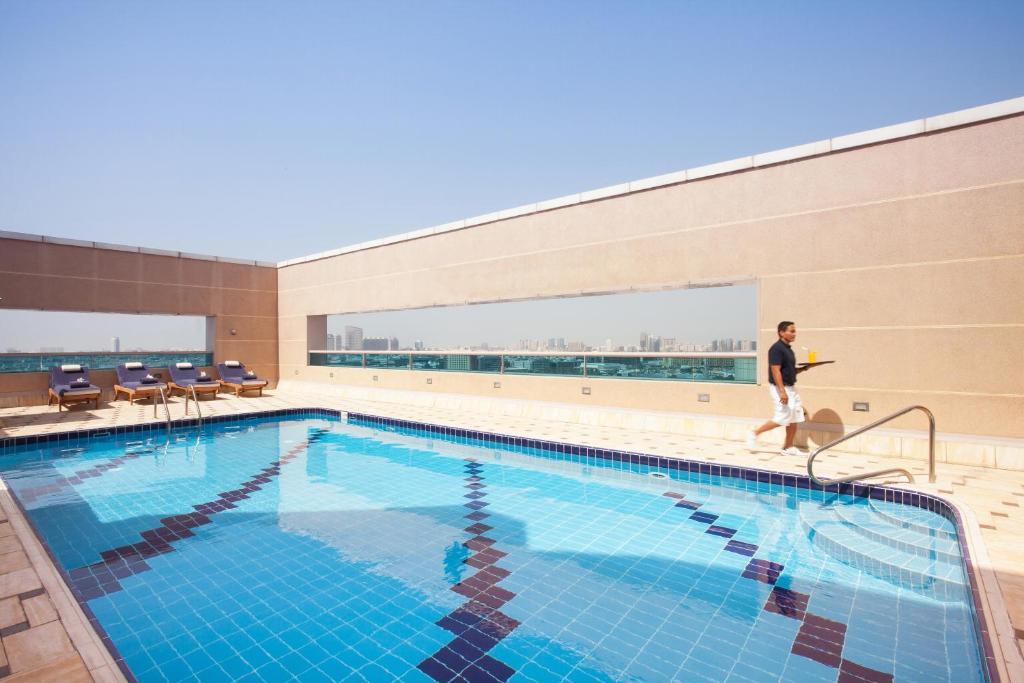 Movenpick Apartments Bur Dubai Uae