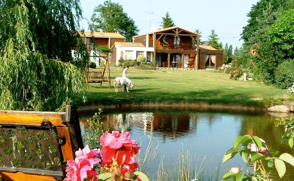 Gîte l\'Arche d\'Avalon (France Cugand) - Booking.com
