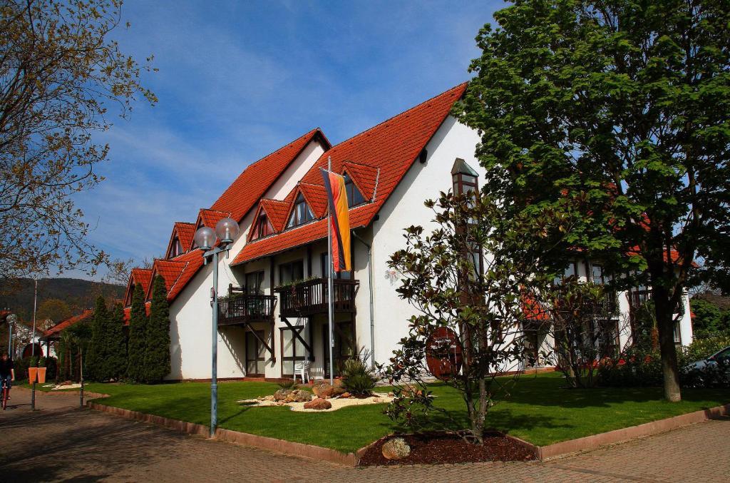 ferienwohnung mandelgarten deidesheim deutschland deidesheim. Black Bedroom Furniture Sets. Home Design Ideas
