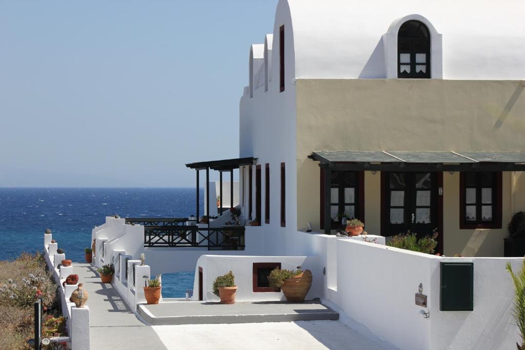 A balcony or terrace at Vrachia Studios & Apartments