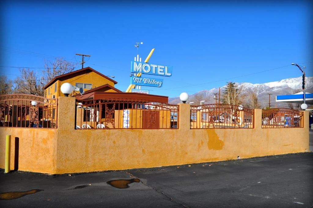 Mount whitney motel lone pine ca for Design hotel lone 5