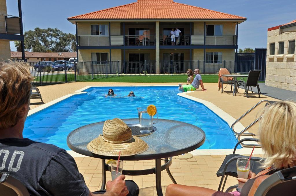 The swimming pool at or near Pinnacles Edge Resort