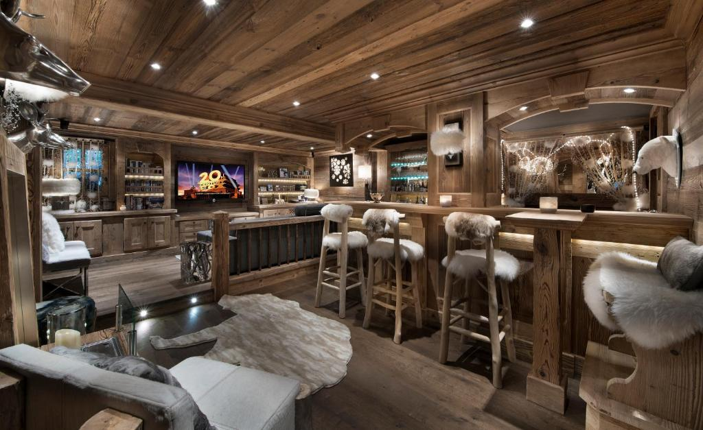 Chalet makalu courchevel updated 2018 prices for Interieur chalet de luxe
