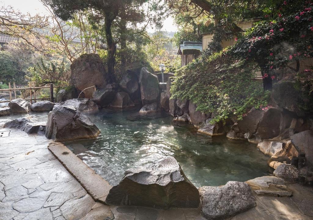 ポイント3.大浴場と露天風呂で美肌の湯が楽しめる温泉施設