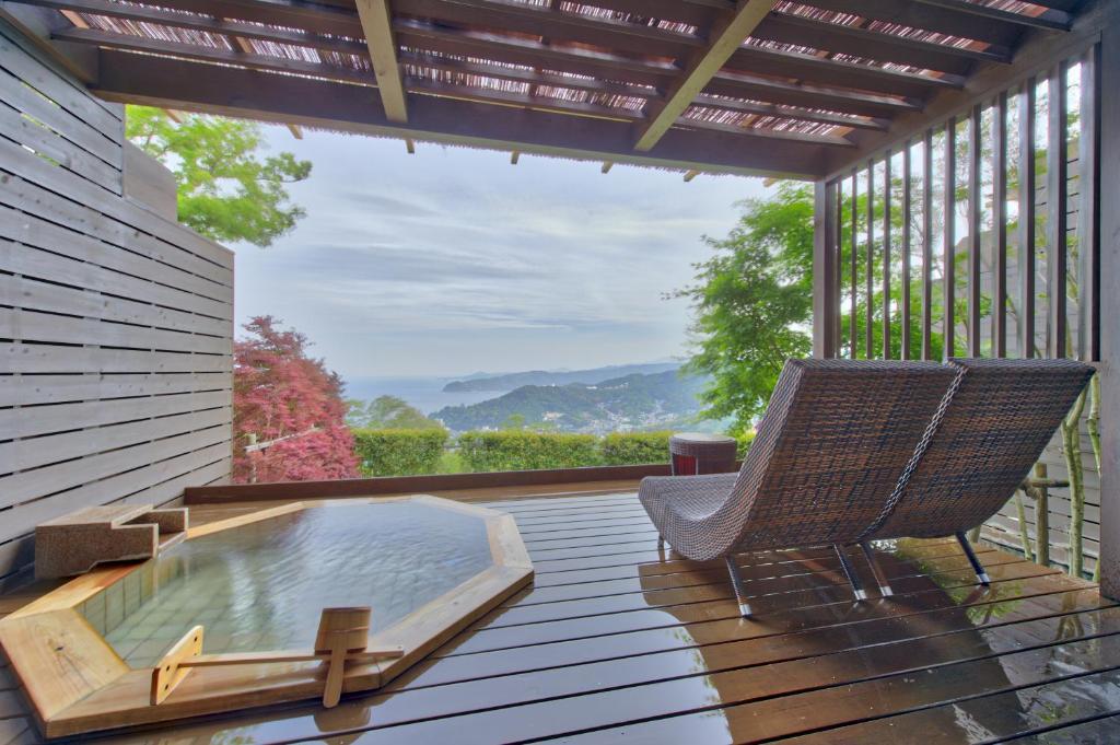 ポイント1.木々に囲まれた露天風呂付き客室