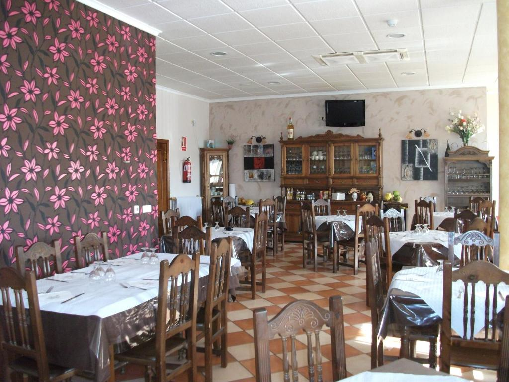 A restaurant or other place to eat at Hostal Cabañas