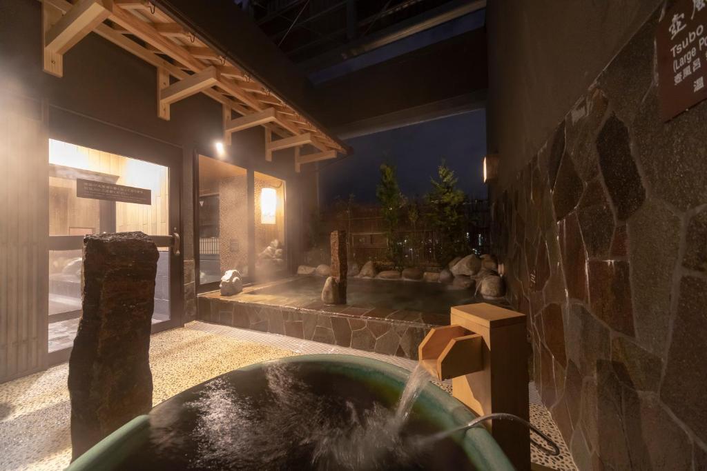 ポイント1.露天風呂も!本格的な温泉大浴場