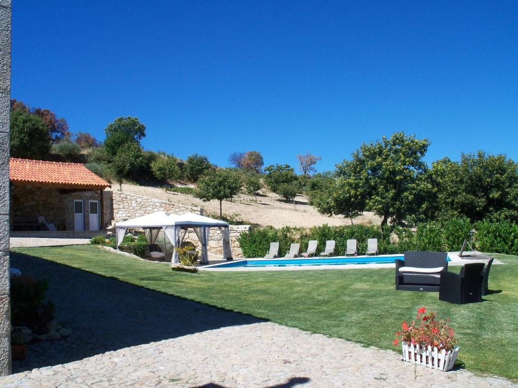 The swimming pool at or near Quinta da Picoila