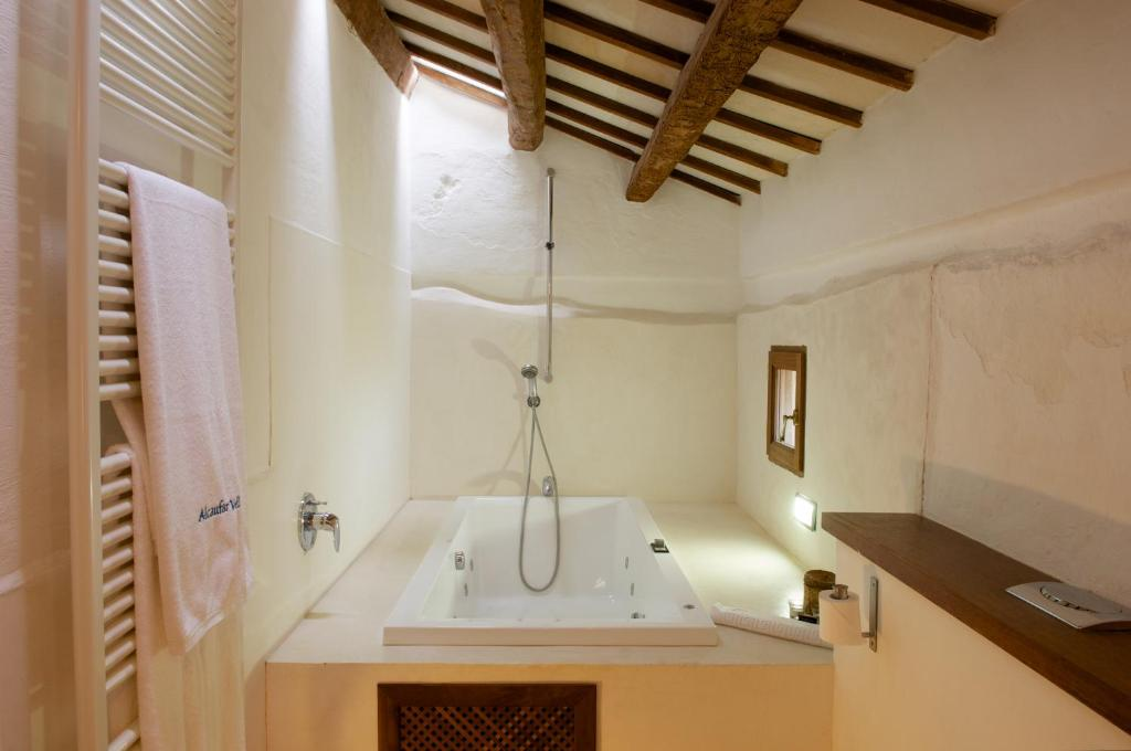 boutique hotels sant lluis  18