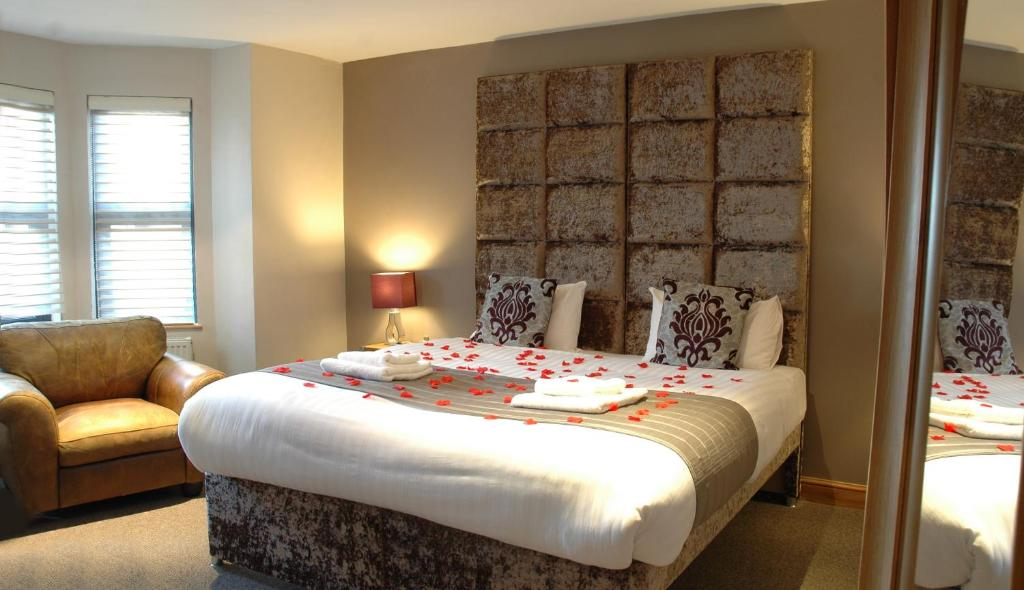 A bed or beds in a room at Homestay Hotel Heathrow
